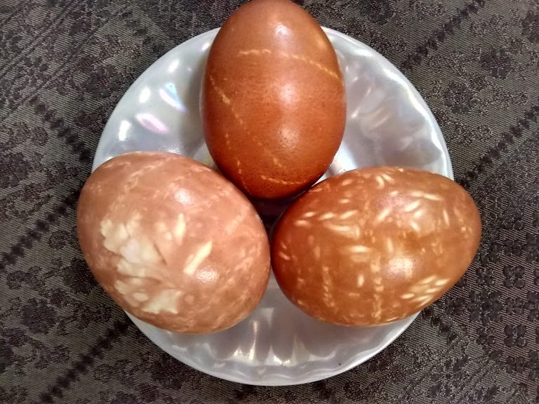 dyeing eggs in onion skins