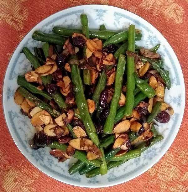 green beans with almonds and cranberry