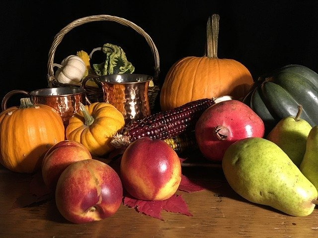 fall decorating with fruits