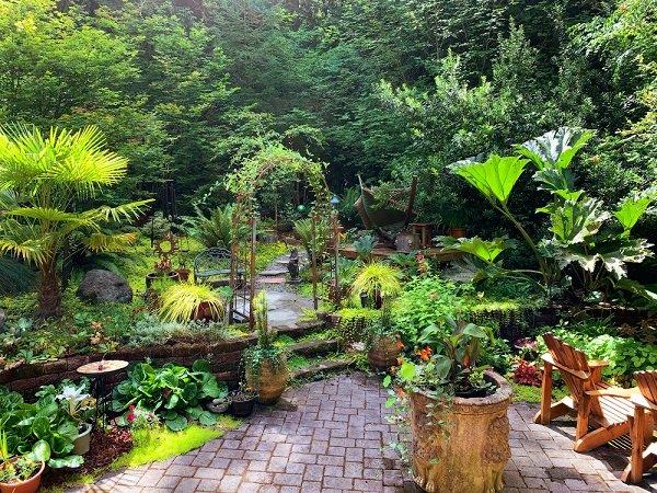 private cozy small garden